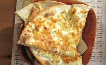 Хлебче с яйце сирене и кашкавал